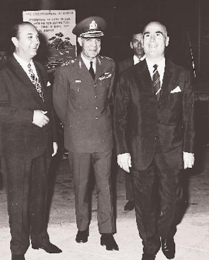 Ο Στυλιανός Παττακός (δίπλα του ο Οδ. Αγγελής) επισκέπτεται τη ΔΕΘ το 1970.