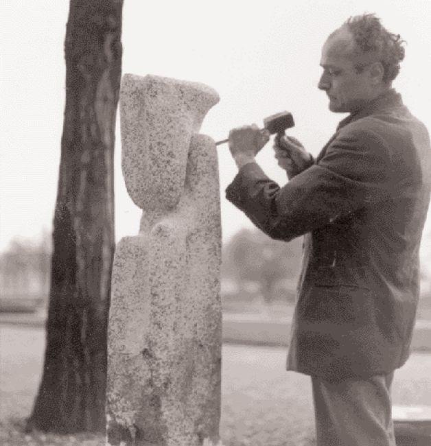 O Γεράσιμος Σκλάβος φιλοτεχνώντας την «Aρχή του κόσμου», 1960