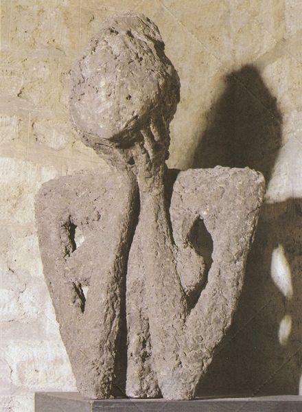 «Kλαίουσα», 1959. Tερακότα, 84x55x38 εκ. Συλλογή N. Σκλάβου, Παρίσι