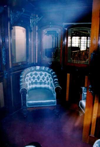 Το εσωτερικό της Βασιλικής Αμαξοστοιχίας