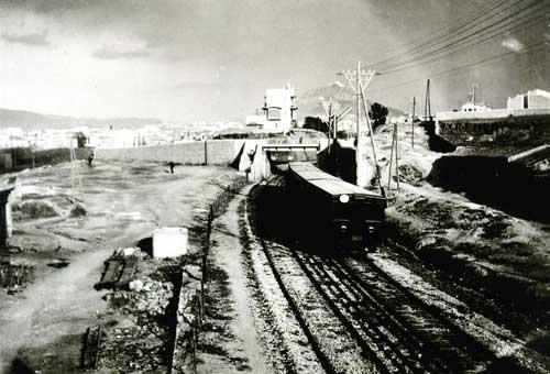 Παλαιός ξύλινος συρμός μεταξύ Μοσχάτου και Φαλήρου