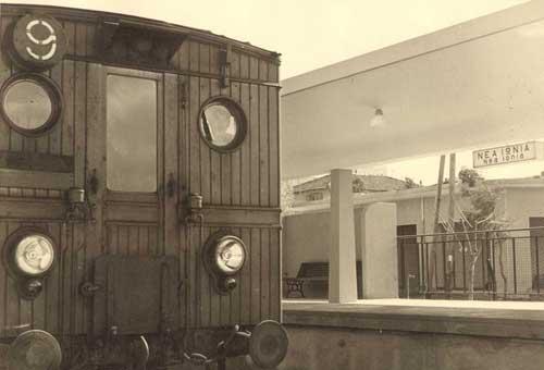 Ξύλινος συρμός στο σταθμό Νέας Ιωνίας