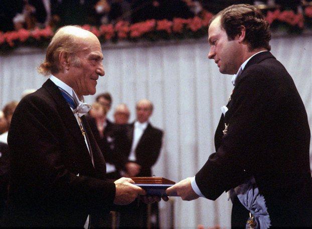 Σαν σήμερα το 1996 «έφυγε» ο Έλληνας ποιητής  Οδυσσέας Ελύτης