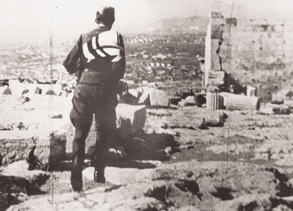 Image result for υποστολή γερμανικής σημαίας Ακρόπολη