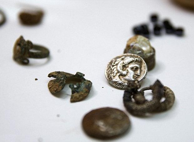 Ο θησαυρός που βρέθηκε στο σπήλαιο  (Φωτογραφία: Reuters)
