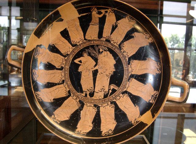Πομπή ανδρών, πιθανόν σε Απατούρια. Αττικός ερυθρόμορφος κύλικας, περ. 480 π.Χ.