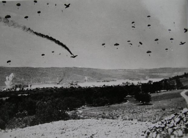 Γερμανοί αλεξιπτωτιστές πάνω από την Κρήτη
