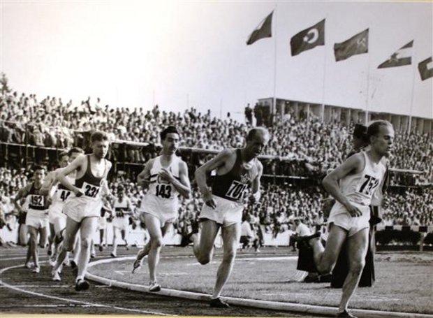 Βέρνη 1954: Ο θρυλικός Εμίλ Ζάτοπεκ (701) στην τελικό των 5.000 μ.