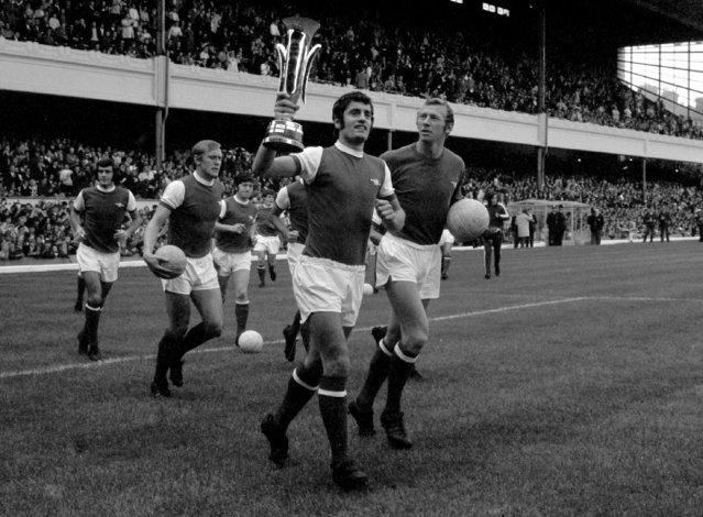 Οι παίκτες της Άρσεναλ πανηγυρίζουν την κατάκτηση του Κυπέλλου Εκθέσεων (1970)