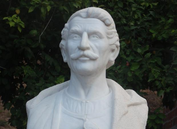 Ανδριάντας του Ι. Δημουλίτσα - Πατατούκου στην Πάργα