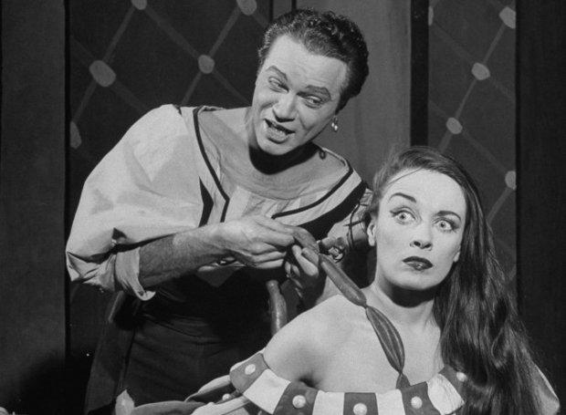 Ο Άλφρεντ Ντρέικ και η Πατρίτσια Μόρισον στην αυθεντική παραγωγή του 1948