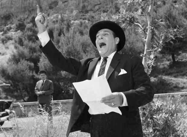 Ο Λάμπρος Κωνσταντάρας σε στιγμιότυπο από την ταινία «Υπάρχει και φιλότιμο» (1965)