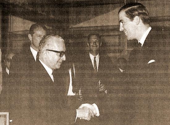 Ο Πέτρος Γαρουφαλιάς με τον βασιλιά Κωνσταντίνο