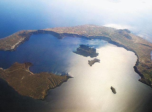 Η σημερινή Σαντορίνη είναι ό,τι απέμεινε από ένα μεγαλύτερο νησί μετά την κατάρρευση της καλδέρας του ηφαιστείου