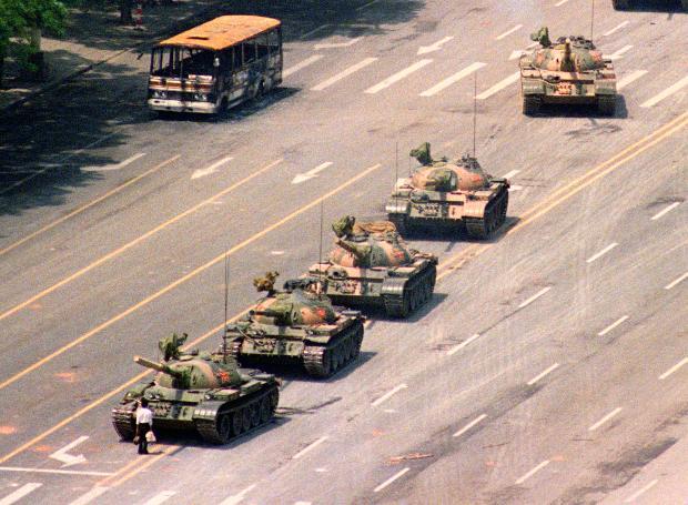 Διαδηλωτής αψηφά τα τανκς στην Πλατεία Τιεν Αν Μεν