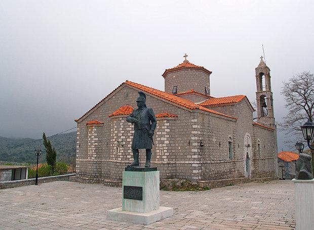 Άγαλμα του Θεόδωρου Κολοκοτρώνη στο Βαλτέτσι