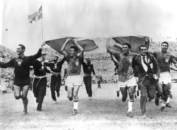 Οι παίκτες της Βραζιλίας πανηγυρίζουν την κατάκτηση του Παγκοσμίου Κυπέλλου