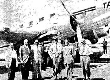Το αεροσκάφος στο οποίο σημειώθηκε η αεροπειρατεία. Στο κέντρο διακρίνεται ο πιλότος Α. Ηγουμενάκης