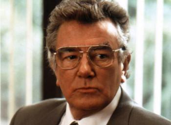Ο Άλμπερτ Φίνεϊ στην ταινία «Έριν Μπρόκοβιτς» (2000)