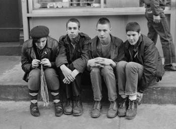 Οι Beastie Boys στα πρώτα τους βήματα (ο Τζον Μπέρι δεύτερος από δεξιά)
