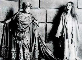 Η Ερνεστίνε Σούμαν-Χάινκ ως Κλυταιμνήστρα και η Άνι Κρουλ στο ρόλο της Ηλέκτρας (Δρέσδη, 1909)