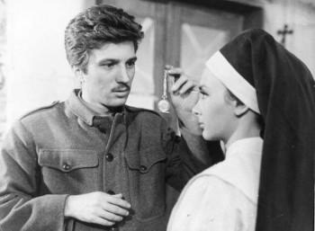 Ο Γιάννης Φέρτης και η Ξένια Καλογεροπούλου στην ταινία «Εγκατάλειψη»