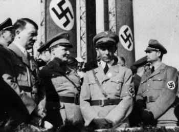 Ο Αδόλφος Χίτλερ, ο Χέρμαν Γκέρινγκ, ο Γιόζεφ Γκέμπελς και ο Ρούντολφ Ες