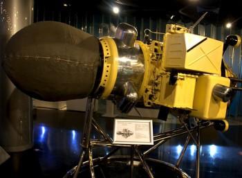 Αντίγραφο του Luna 9 εκτίθεται στο Μουσείο Μνήμης της Αστροναυτικής