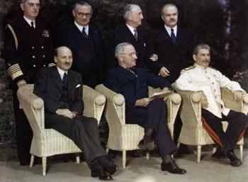 Ο Κλίμεντ Άτλι, ο Χάρι Τρούμαν και ο Ιωσήφ Στάλιν στη συνδιάσκεψη του Πότσνταμ.
