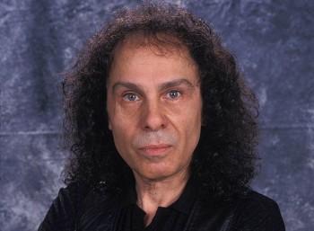 Ρόνι Τζέιμς Ντίο (1942 – 2010)
