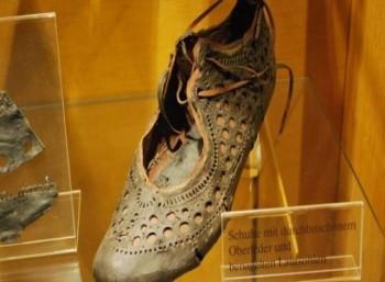Στο φως, ένα μοδάτο γυναικείο υπόδημα από την Αρχαία Ρώμη